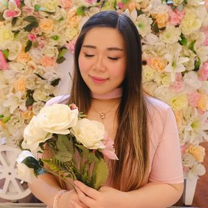 This would've been perfect as a Valentine post pic. Oh well... #makeuplook #softmakeup #clozetteid #girl #asian #sbybeautyblogger #flowers #pink #floral #motd #dressedinpink #indonesianfemalebloggers #femaleblogger #girlygirl  #bloggerindonesia #bloggerceria #beautynesiamember #influencer #beautyinfluencer #surabayablogger #SurabayaBeautyBlogger #bbloggerid #beautybloggerid #beautybloggerindonesia #surabayainfluencer #bloggerperempuan #indobeautysquad  #indonesianblogger #indonesianbeautyblogger #influencersurabaya
