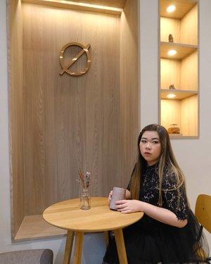 I have eyes and ear everywhere, beware 😁😁😁.. and yes, it's a threat!#hostxamber #cafebangkok #bangkokcafe #bangkok#pinkinthailand #clozetteid #sbybeautyblogger #beautynesiamember #bloggerceria #influencer #jalanjalan #wanderlust #blogger #indonesianblogger #surabayablogger #travelblogger  #indonesianbeautyblogger #indonesiantravelblogger #girl #surabayainfluencer #travel #trip #pinkjalanjalan #bloggerperempuan  #asian  #ootd #ootdid #thailand #bunniesjalanjalan #pinkinbangkok