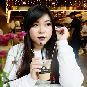 Need new earphones but you don't have a lot of budgets? You might want to consider @minisoindo 's earphones! Check out my review here  http://bit.ly/minisoearphones .  #clozetteid #sbybeautyblogger  #bblogger #bbloggerid #influencer #influencerindonesia #surabayainfluencer #beautyinfluencer #beautybloggerid #beautybloggerindonesia #bloggerceria #beautynesiamember  #influencersurabaya  #indonesianblogger #indonesianbeautyblogger #surabayablogger #surabayabeautyblogger  #girl #asian #bloggerperempuan #miniso #minisoearphonesreview  #minisoearphone #lifestyle #lifestyleinfluencer #lifestyleblogger #earphones #earphonesreview