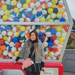 Taking these shots were not easy okay because some people do not have the courtesy of vacating the space after taking pics 🙄 (this include pulling your kids away after taking pics too okay, it's the right basic courtesy). #pinkinhongkong #lantauisland#ngongping360 #ngongping#clozetteid #sbybeautyblogger #beautynesiamember #bloggerceria #influencer #jalanjalan #wanderlust #blogger #indonesianblogger #surabayablogger #travelblogger  #indonesianbeautyblogger #indonesiantravelblogger #girl #surabayainfluencer #travel #trip #pinkjalanjalan #lifestyle #bloggerperempuan  #asian  #hongkong #hongkong🇭🇰 #ootd #ootdid #asian