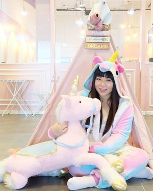 Unicorns united 🦄🦄🦄 !!! #unicorn #unicorngirl#unicorncafe #lafleur #lafleurxuniqorn#pinkinmalaysia #pinkinkualalumpur #pinkinkl #clozetteid #sbybeautyblogger #beautynesiamember #bloggerceria #influencer #beautyinfluencer #jalanjalan #wanderlust #blogger #bbloggerid #beautyblogger #indonesianblogger #surabayablogger #travelblogger  #indonesianbeautyblogger #travelblogger #kawaiilife #surabayainfluencer #travel #trip #pinkjalanjalan  #kawaiiaesthetic