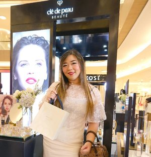 If we talk about the most expensive beauty brands in the world, the name Cle de Peau Beaute (cle means key in French and beaute means beauty, so the name translates into Key of Beauty) would definitely pop up.  Last Friday i had the honor to visit their booth the my fellow beauty influencers to get to know this luxury brand better (do you know that Cle de Peau originates from Japan? Using a French name is also their way to emulate that their products are embracing both people in the East and West - meaning that their products are suitable for everybody from any parts of the world with any climates) and how all of their products from their basic, medium and premium line are created with the finest ingredients and most advanced technology cannot be found in any other brands.  Thank you #cledepeaubeauteid ubeauteid for having us, i am excited to play with my products (especially the lippie, if i must admit 😘) and i will definitely will share my thoughts and experiences with them.  #cledepeau #cledepeaubeaute #luxury #luxurybrand  #event #eventsurabaya #surabaya #surabayaevent #girls #asian #clozetteid  #sbybeautyblogger  #bloggerindonesia #bloggerceria #bloggerperempuan #indobeautysquad  #influencer #beautyinfluencer #surabayainfluencer #surabayablogger #influencersurabaya  #indonesianbeautyblogger  #bloggerid #bblogger #bbloggerid #SurabayaBeautyBlogger #luxurybrand #luxuryskincare #dressedinwhite