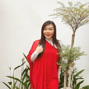 Happy weekend guys!!  For those asking about the red dress, i'm sorry i can't remember anymore where i got it from - bought it long time ago and just wore it recently hehe, most probably online.  #ootd #ootdid #whitehousesurabaya  #clozetteid #sbybeautyblogger  #BeauteFemmeCommunity #notasize0  #personalstyle #surabaya #effyourbeautystandards #celebrateyourself #mybodymyrules