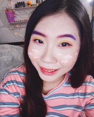 Kalau biasanya aku bikin makeup yg natural dan simple gt, sekarang aku coba bikin yang colorful gt🤭. Entahlah apa judul dari makeup ini😅. Bagi yang ingin tau brand apa aja yg aku pakai dalam makeup ini bisa swipe ke kanan aja ✌️. @makeup.tutorial.asian @beautybloggerindonesia @indobeautysquad @indobeautygram @indobeautyblogger #liabeautymakeup #liaminireview #liabeautyinformation #instagood #instabeauty #staysafe #socialdistancing #brushchallenge  #beautybloggerindonesia #surabayablogger #sbybeautyblogger #tutorialmakeupkorea  #koreanmakeuplook #koreanbeauty #lemonsquad #clozetteid #simplemakeuplook
