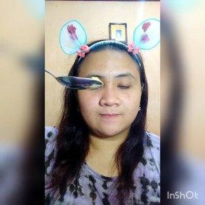 Selamat pagi semua. Di pagi hari yang lumayan cerah ini, aku mau merekomendasikan #maskerorganik lokal yang recommended banget lho!!🥁 Jadi aku dikasih bejibun masker sama @zalovibeauty.id , Distributor Masker Yogyakarta, nah salah satunya adalah Organik Mask varian TURMERIC alias KUNYIIITT 😱 nah loe...unik kan? Kok bisa kunyit dijadiin masker?😂 Jadi Organik Mask Turmeric ini banyak banget lho manfaatnya yaitu melembabkan kulit wajah, mencerahkan wajah & mengurangi minyak berlebih. Jadi #organikmask ini cocok untuk kalian pemilik kulit kusam & berminyak. Cara pakainya gampang kok. Ambil #organikmask secukupnya - campur dengan air/rose water (aku pakai @viva.cosmetics Air Mawar) - aduk sampai kental - oleskan dimuka - tunggu 10 menit - bilas 😊. Aku pakai #maskerorganik ini sebelum tidur dan efek yg aku rasain kulit wajahku jadi cerah seketika & setelah bangun tidur, biasanya kan berminyak gitu nah habis pakai Organik Mask @zalovibeauty.id SAMA SEKALI TIDAK berminyak & gak kering juga 😍 Terus Masker Organik itu biasanya kasar gitu ya texturenya, INI ENGGAK DONG halus bangeettt ga berasa kasar dan ga sakit, baunya juga macem kunyit tapi seger bangeett ga kayak jamu/obat... 😫Ini recommended banget buat kalian coba! Ga bohong! @zalovibeauty.id ini jual berbagai macam masker lho mulai dari sheet mask, wash off- organik mask bahkan ada paket lengkap sama toolsnya juga. Yuk cus buruan kepoin @zalovibeauty.id dijamin nagiiih... Thank you @zalovibeauty.id Thank you semua 😍. Laaff 💛 #lavinamaskeran #clozetteid