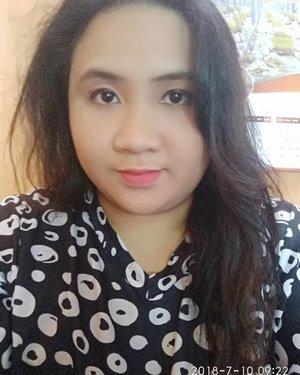 Detail for this make-up :  1. @eminacosmetics Agent of Brow BROWN  2. @inezcosmetics eyeshadow ATHENA  3. @wardahbeauty Liquid Eyeliner BLACK 4. @viva.cosmetics Loose Powder KUNING LANGSAT 5. @eminacosmetics #eminacremedelacreme Lipstick MANDY'S PINK 01  6. @pixycosmetics Lip Cream CLASSIC RED 03  #orangemakeup#naturalmakeup#boyolalimakeup#makeuptutorial#indonesiabeautygram#indobeautygram#lavinamakeup#makeupboyolali #clozetteid #makeup #beauty