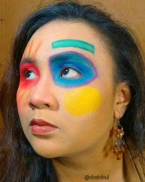 Hello #sobatlavina apakakabar semua? Masih betah ya #dirumahaja ? 😋  Makeup look disini aku bikin minggu lalu kira-kira 3 jam gais dari jam 00.00 - 03.00 wkwk 😝. Sebenarnya look ini enggak rumit dan susah kok. Kayak main eyeshadow saja gitu cuma diblok gitu warnanya 🤗  Kira-kira ada yang mau tutorialnya enggak ya? atau penasaran aku pakai produk apa nih? Kalau mau, besok aku upload soon di IGTV aku ya 💘  Slide terakhir 👻💩☠️ Thank you semua 😘  Inspired by @pinterest (tapi enggak sama persis 100%, ada beberapa yang aku modifikasi sendiri makeupnya🤗) #facepaint #facepainting #facepainter #facepaintersofinstagram #facepaintingkids #facepaintings #facepaintingmakeup #facepaintingideas #facepaints #easyfacepainting #makeup #makeuplooks #makeuplook #creativemakeup #easyfaceart #clozetteid #makeupkarakter #charactermakeup #uniquemakeup #artmakeup #art #artistsoninstagram #artwork #color #colorful #shareyourfacepaint #artface #artfacepainting