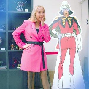 Probably my favorite outfit when in Japan this year 🇯🇵🗾 . . #ootd #gundambasetokyo #gundamtheorigin #lookbook #casvalremdeikun #charaznable #gunpla #pinkblazer #Clozetteid #radenayublog
