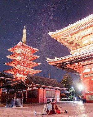 Ke Asakusa & Sensoji kalo tujuannya foto2 mending dateng malem. Soalnya kalo siang penuhnya bukan main. Kalo malem gini sepi dan hasilnya lebih bagus 😍 ..#radenayublog #asakusa #tokyo #japan #jepang #igtokyo #tokyojapan #traveltokyo #traveljapan #japantravel #instastyle #instajapan #sensojitemple #kaminarimon #clozetteid #jepangtrip #japantrip