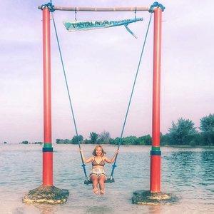 Kangen ke pantai, siapa yg kangen juga?..#throwback #pulauseribu #pantai #bikini #radenayublog #Clozetteid