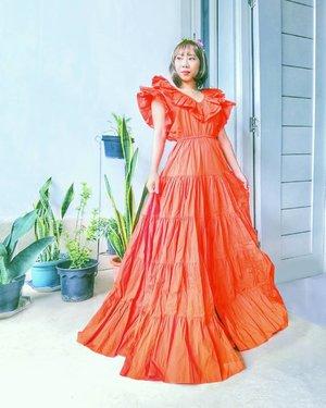 Nonton video #unboxing this beautiful @barliasmara.id dress #linkinbio Sesungguhnya bingung mw pake baju ini kemana 😂 . . #radenayublog #barliasmara #fashiondesigner #dress #youtuberindonesia #Clozetteid