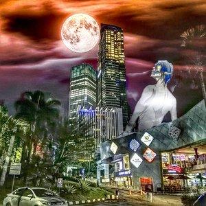 Eren jalan2 ke kota, pertama kali liat gedung bertingkat 😂..#singekinokyojin #attackontitan #anime #manga #radenayublog #ClozetteID