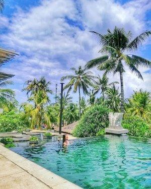 Kalo mw liburan akhir tahun ke Bali, cek post #linkinbio daftar hotel & villa Bali yg instagramable yet affordable ��..#radenayublog #hotelbali #villabali #beachclubbali #travelphotography #travelblog #ClozetteID