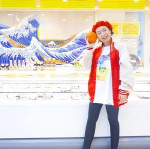 もしもし せんぱい が います か Foto diambil sebelum pake behel, bebas makan kabocha tempura...sekarang harus dipotong kecil2 😅😂 . . Outfit: Jacket #vintage #thrifting T-shirt @uniqlo @uniqloindonesia  Leggings #thriftstorefinds  Beret hat #gift . . #ootd #ootdindo #fashionblogger #tokyofashion #ggrepstyle #instafashion #clozetteid