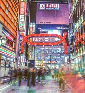 Kalo ke Tokyo selalu mampir ke sini, soalnya feel nya beda 😁😂..#kabukicho #shinjuku #tokyo #japan #throwbackthursday #igjapan #igtokyo #instatokyo #instajapan #instatravel #igtravel #traveltokyo #travelphotography #travelinspiration #clozetteid #radenayublog #jepang #tokyojapan