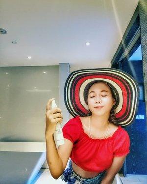 Semprot 2-3x tunggu 2 menit trus pake masker deh 😉 ini kayaknya produk wajib deh untuk yg pake makeup di balik masker 😊..#radenayublog #makeuptips #jafraindonesia #Clozetteid