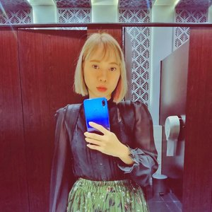 Entah kapan bs selfie di toilet umum lg 😅..#throwback #selfie #mirrorselfie #radenayublog #clozetteid #shorthairgirl #blondehairgirl