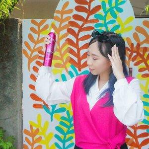 Ini bukan hair spray tapi dry shampoo 💕 produk baru @ellips_haircare yg hampir setiap hari aku pake 😎 baca review ellips dry shampoo di #linkinbio #radenayublog @clozetteid . . #clozetteidreview #clozetteid #ellipsdryshampoo #ellipsxclozetteid #hairreadytogo #beautybloggerindonesia #beautyblogger #beautyblog #hairstyle #haircare