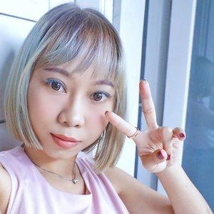 Akhirnya impian punya rambut warna #ashblonde terwujud ✨ Thanks to @hysbeautybrand @kanda_yuske 🙏❤️ Cek highlight ash blonde untuk liat transformasinya 😽 Dari dulu takut gak berhasil, ternyata eh ternyata yg tadinya mw warna rambut biru Tosca jadi begini 💜💚lucky!!! . . #haircolor #blonde #hairstyle #hairgoals #shorthair #salonjepang #hairsalon #Clozetteid #beautyblogger #instahair