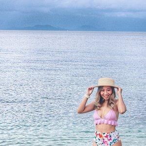Pakai sunblock melindungi kulit dr sinar matahari, tp gak berarti kulitnya gak menggelap🏖️🌅..#beachday #beachwaveshair #nusapenidabeach #bikini #radenayublog #Clozetteid