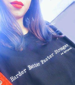 Favorite t-shirt @by.n.by + favorite velvet lip cream @lovefromzahara 💋💃+ pink dental rubber 💖 baru 2 bulan gigi atas udah rapi 😉 @fdc.pondokgede . . #daftpunk #ootd #redlips #behel #radenayublog #clozetteid #lovefromzahara #lotd