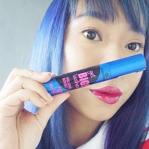 Akhirnya cobain mascara yg hits bgt di luar sana, soalnya gak bs beli di Indo 😅😂 #untungpake @airfrov_id 😊Yg penasaran cek aja reviewnya di link bio or www.radenayublog.com 😉Btw, rambut ungu udah luntur jadi biru, warnain ungu lagi gak ya??..#radenayublog #mascara #eotd #bluehair #essencemascara #beautybloggerindonesia #beautybloggerid #indobeautysquad #indobeautyblogger #clozetteid #lotd #motd