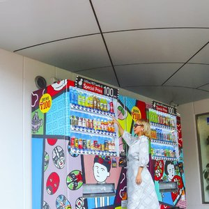 Chinatown di Yokohama punya vending machine yg unik design nya.. trus, kalo lagi hari libur di Jepang, rame bgt....#radenayublog #yokohama #throwback #japan #jepang #ClozetteID #chinatown #vendingmachine