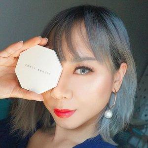 Akhirnyaaaaaaa nyobain juga @fentybeauty Killawatt Highlighter ❤ Awalnya sedih karena blm available di Indonesia tapi bisa titip beli di @airfrov_id ❤ Baca yuk review nya, ada di  http://bit.ly/reviewkillawatt or click link di bio 🙌🙌🙌 #beautyreview #fentybeauty #Killawatt #clozetteid #beautyblogger