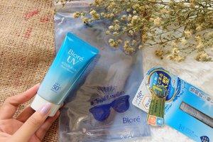 Hari ini aku lagi coba pakai sunscreen dari Biore, yaitu: Biore UV Aqua Rich Watery Essence. Sunscreen satu ini mampu melindungi kulitku dari sinar UVi dengan perlindungan hinggan SPF 50. Memiliki formulasi watery capsule, membuat sunscreen ini nyaman dikulit dan tahan terhadap keringat maupun air. Mengandung beauty essence membuat Biore UV Aqua Rich Watery Essence bisa dijadikan sebagai base makeup, lho! #ClozetteID #Biore #Review #Skincare