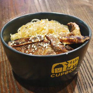 Yesterday, i visited @cupbopindonesia at Central Park with @charis_official celeb. So many interesting and unique food, then i choose Galbi Bop & Tteok-bokki (Stir-fried Rice Cake) . Short beef ribs are marinated with delicious Korean Style Cupbop, then you can choose spicy levels ranging from 1-10. From mild and sweet to the Fire in the hole!  So, what level do you want? . #CHARIS #CHARISCELEB #CUPBOP @CUPBOPINDONESIA #GRANDOPENING