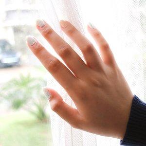"""Berada di ruangan ini, mungkin sudah takdirmu. Tapi jendela mana yg ingin kamu lihat, itu pilihanmu"" - @nkcthi @marchellafp .Kadang kalo ada acara pengen bgt terlihat maksimal, nah akhirnya aku nemuin nail stickers yg lucu dan murahh. Jujur aku suka bgt sama nail stickers dari @a.stop2man #astopnail Sea & Breeze karna easy to apply dan mempercantik kuku bgtt❤️ cocok bgt buat kita mau kuku tampil cantik tapi gamau ribet apply gel nail. Selain itu, dia juga tahan 7 hari walaupun tanpa topcoat. Kalian bisa dapetin #astopnail Sea & Breeze dengan harga IDR 90.000 di https://hicharis.net/chacaannisa/-/shop atau klik link yg ada di bio aku💖 happy shopping✨ @charis_celeb @hicharis_official @charis_indonesia @a.stop2man #CharisCeleb #CharisIndonesia #astopnail #SeaandBreeze #nailstickers #clozetteid #beautybloggers #indobeautygram"