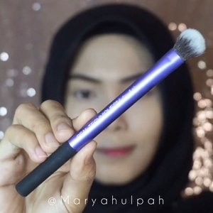 Peachy Glow Makeup Look ✨With Real Techniques Travel Essentials Brush SetBrush set ini berguna banget buat dibawa kemanapun karena multifungsi, jadi ga perlu repot buat bawa banyak brush 😝 Brush set ini bisa dibeli di @foirfe.id semua produknya ORIGINAL tapi harga bersahabat dan jauh lebih MURAH loh! Lagi banyak promo di @foirfe.id jadi kalian bisa langsung cek aja IG nya 💕Details :• @foirfe.id - RT Travel Essentials Brush Set• @ultimaii_id - Moisture Lotion• @esteelauder @esteelauderid - Double Wear• @byscosmetics @byscosmetics_id - Banana Powder• @focallure - Twillight Eye Shadow Palette• @stilacosmetics - Glitter & Glow Eye Shadow• @maybelline - Hypersharp Power Black • @getthelookid - L'Oréal Lash Paradise• @milanicosmetics - Baked Blush• @sariayu_mt - Duo Lip Color• @minisoindo - Eyelashes @ragam_kecantikan @tampilcantik @tips__kecantikan @tipsmakeupcantik @bunnyneedsmakeup @clozetteid #clozetteid @beautybloggerindonesia #beautybloggerindonesia #beautyjournal #kbbvbyacb #beautynesiaid @beautychannel.id #beautychannelid @indobeautygram #indobeautygram #indobeautysquad #indonesiabeautyblogger #beautygoers #indobeautyvlogger #beauty #beautyenthusiast #beautyinfluencer #makeup #makeuptutorial #giveaway #giveawayid #giveawayindonesia #WhatsUlpahReview #BJournalbyMaryahUlpah
