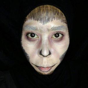 Recreate looknya @tinkeringbeauty , bedanya apa?  Beda jauh 😅😅😅. Tapi puas karena mukaku Lutung banget....... Save monyet, lutung, dkk ya. … … … #indovidgram #beautygram #videomakeup #videodandan #1minutemakeup #makeuptutorial #makeupjunkie #ponororogovidgram #makeuptutorial  #indobeautygram #beautybloggerindonesia #beautyblogger #bloggerponorogo  #wakeupformakeup  #naturalmakeup #glammakeup #clozetteid #ivgbeauty #setterspace #makeupforhijab #indomakeup_squad #bunnyneedsmakeup #hijabandmakeup #motd #muaponorogo #Ponorogo #beautylosophy #teambvid