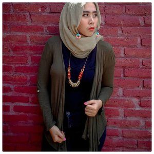 Jilbaban kok pake pasang anting mba? ⠀⠀⠀⠀Ya kalau pasang terop itu namanya mantu! ⠀⠀⠀⠀Kutek peel off dari @mukka_kosmetik tibaknya lucu juga. #makeuptutorial #clozetteid #ootd #ootdhijab #hijabponorogo #hijabandmakeup #hijabers #beautyblogger #beautyvlogger #bloggerponorogo #youtuberponorogo #vloggerponorogo