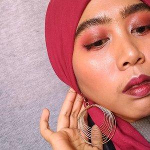 """""""Liftik ombre dooong!""""Nih......!!!#clozetteID #fullmakeup #makeuplook #boldmakeup #redlips"""
