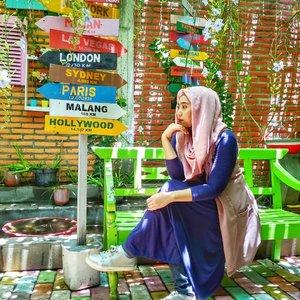 [Foto gak baru]…Pengen posting #ootd tapi gak punya banyak outfit?Sepatu cuma punya 1 tapi pengen posting fashion?Foto aja yang banyak tapi spot nya beda-beda. 😂😂…Selamat menikmati hari Minggu ya sisters dan brothers. Jangan lupa besok sudah Senin lagi.…#Clozetteid #hijabandmakeup #bloggerhijab #ponorogoblogger #ponorogonongkrong