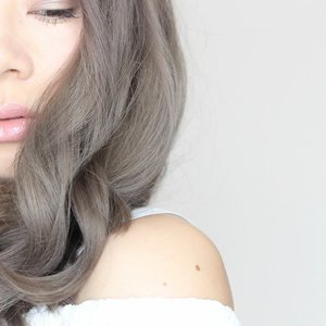 One more teaser of my new hair, can't wait sharing my post. Still editing my video but I promise I will upload the post next week with all details! Stay tuned at www.jenniferbachdim.com  #greyhair #silverhair #greysilverhair #silver #silverhairtransformation #hairtransformation #hairs #Hotd #hairinspiration #hairinspo #JenniferBachdim  And just to remember you, sign up @clozetteid  for the latest beauty & fashion news ❤  #clozetteid #jenniferbachdimxclozetteid #ClozetteAmbassador