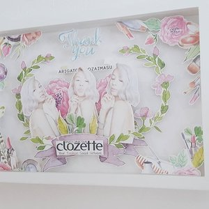 Thank you @clozetteid for this beautiful present!! Hope I can join very soon a #clozettermeetup again.  #ClozetteID #ClozetteAmbassador #JenniferBachdim #platinumblondehair #silverhair #lob #present #loveit