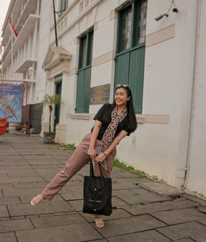 Collect beautiful moments // One fine day, happily #walkwithjivana around kota tua. ____ I definitely go through life, each and everyday (no matter how mundane), collecting all the beautiful moments I can. I do my best to find beauty in everything I do, everyone I meet, and every place I go. I believe that is the best way to live life :) _____ #shoxsquad #clozetteid #ootdshare