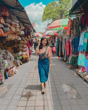 ini bukan malam mingguku, tapi minggu laluku😆 happy weekend, dear!👚 @yuanmarket👖 @berrybenka🥿 @rubi_ind..#weekendvibes #ootd #ootdfashion #ootdindo #clozette #clozetteid #weekend #ootdfashion #ootds #styleoftheday #sossenseofstyle #beautyblogger #holiday