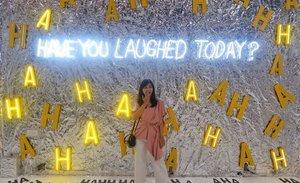 Have You Laughed Today❓Aku belum nih, keinget besok kembali ke kenyataan yang sebenarnya, setengah hari cuma galau di kasur🤐 Kalo kalian gimana cara spend the last day of holiday hari ini?🧐...#ootd #ootdindo #clozette #clozetteid #weekend #weekendvibes #ootdfashion #ootds #styleoftheday #sossenseofstyle #beautyblogger #holiday #motomoto #motomotomuseum