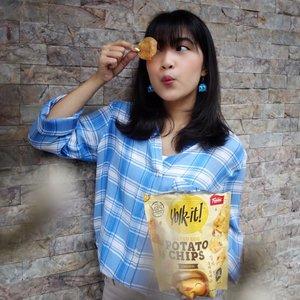 Beberapa waktu lalu aku pernah post Salted fish skin dari @yolk.it (jujur, enak banget) berhubung sudah jadi flexitarian jadi ndak bisa makan lagi. Tapiii ku tetap senang karena @yolk.it baru aja ngeluarin Yolk It Potato Original dan Potato Spicy!!! . . Kalau aku suka yang original, Potato Chips-nya crispy dan gk keras. Telur asinnya juga berasa dan ada hint daun jeruk jadi makin enak👌�👌�👌� . . Kalian bisa beli Yolk It di: Food hall,Duta Buah, Jakarta Buah, Market city, Total Buah, TOPS Buah Cibubur, Rumah Buah , Maxim Fruit Market - Gajah Mada, Petra Fruit Market - Gading, Setiabudi supermarket - Bandung, Kemchicks, Gelael - Mt Haryono . . #yolkitfever #clozetteid #lifestyle #food