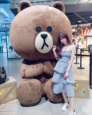 hi! 🐻 Wish that i can keep him 🐻🐻 . . . . . . . . #clozette #clozetteid #beautynesiamember #ootd #styleblogger #beautyblogger #lookbookindonesia #lookbook #ggrep #travelblogger #bbloggerid #line #brown #linefriends