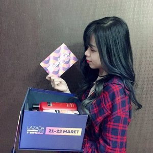 Gosh~ Look what i Got from @lazada_id for their 5th birthday anniversary 🎈 . . Lazada box of joy 🎁 And its contains so many things inside (from daily products till fashion)  Can't thank you enough for sending me this box of joy . . Im So happy lazada turning 5th this year ❤ Ps. Jangan lupa ya cek lazada mulai besok, 21 maret sampai 23 maret karna lazada punya kejutan spesial untuk kalian di hari ulangtahun lazada.  Http://lzd.co/BdayLazIG . . . [should i make unboxing video or lookbook with this product ? 🤔] #KejutanLazada #LazadaBoxOfJoy  #LazadaID #clozette #ClozetteID #beautyblogger #fashionblogger #BloggerID #Asian #haircrush #styleblogger #influencer #makeup #beauty #wiw #onlineshopping #lazada #birthdaysurprise #anniversarysale