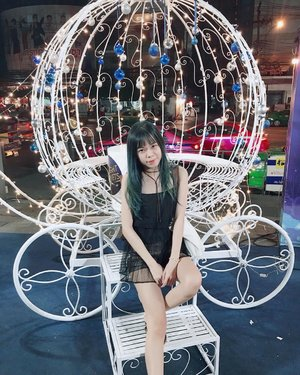Spotted this cinderella carriage on the way and can't resist to not taking a picture even when i don't have my makeup on 🙈 . . . . . . . . #potd #ootd #clozetteid #clozette #beautynesiamember #bblogid #haircrush #hair #asian #wiw #ggrep #styleblogger #tb
