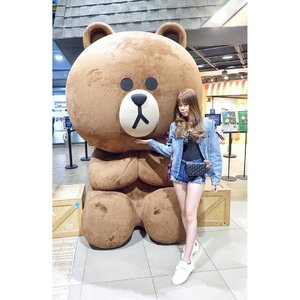 "Believe me when i say you're special 🐻 Because you'll always have a special place in my heart no matter what ❤ . . The third time i met this guy again and momma already fed up with this and ask me to pass this guy because ""why would you take a pic with this bear again and comin back here again"" lol And here's me & sis response : Sis; ""lets go just take a picture, she will follow later lol"" Me; walkin to mr. Brown place no matter what mommy says lol ❤ . . #ootd #lookbook #potd #CLOZETTEID #clozette #sbnmember #beautynesiamember #cleosg #traveldiary  #jennifermarcellinaroundtheworld #linevillage"