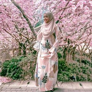 Pengen mudik gak dibolehin...Pulang kampung aja deh boleh khan plisss🤪.#clozetteid #ramadhan2020 #ramadhankareem #maskerunik #cherryblossom