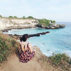 . . . . . . . . . . . #nusalembongan #nusaceningan #heartshape #secretbeach #cliff #balibeach #bali #heart #seaview #ootd #jesjour #beautyjournal #balisurf #ubud #pantaibalalangan #melastibeach #canon #canong7x #canong7xmarkii #canon #indonesiablogger #beautyblogger #sunnyday #beautifulindonesia #beautifulbali #clozetteid #tomford #nusapenida