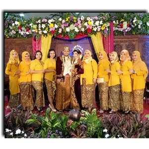 @evelinnov & Aditya wedding.....#kutubaru #bridesmaids#wedding #javanesewedding#clozetteid #clozettedaily