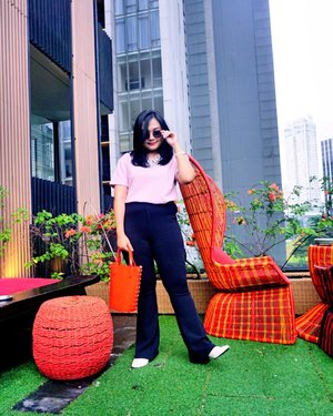 Thinking positive isn't about expecting the best to happen everytime...but accepting that whatever happens is the best for this moment💋💋. . . ehh by the way  ini tuh bukan gaya tapi lagi nyari receh tapi sampe pulang ga nemu 💛. . . . #potd #clozetteid #styleinspiration #weekendvibes #toptotoe #ootdinspiration